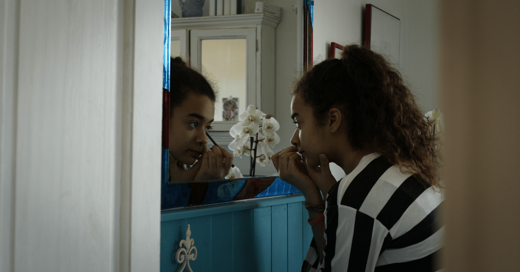 Girl puts on Make Up in Mama music video Zed