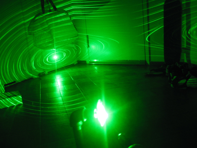 Zedomax DIY How To Make A Simple Green Laser Projector