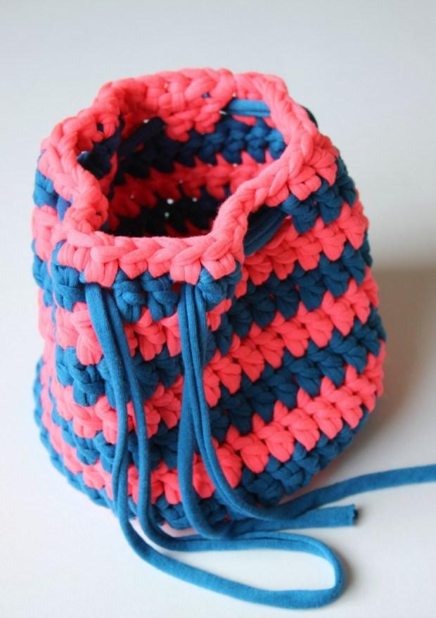 simple-t_shirt-yarn-bag