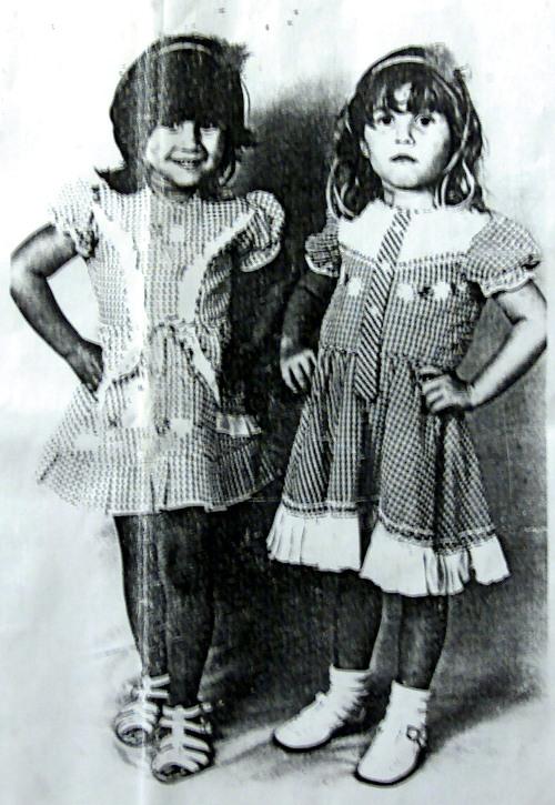 איילת ואחותה בילדותן. על פי תמונה אותרה האם.