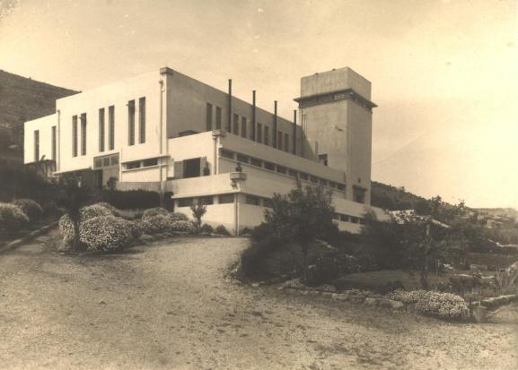 תחנת הכוח הראשונה הפועלת בדיזל בחיפה  1925