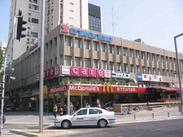 """בנין לונדון מיניסטור ברחוב איבן גבירול בתל אביב בו שוכן מועדון """"צוותא"""""""