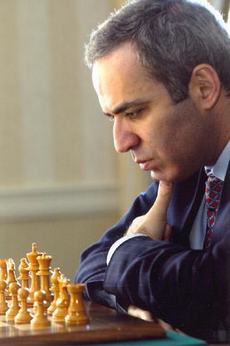 גארי קסםרוב מול לוח השחמט  ויקיפדיה אנגלית