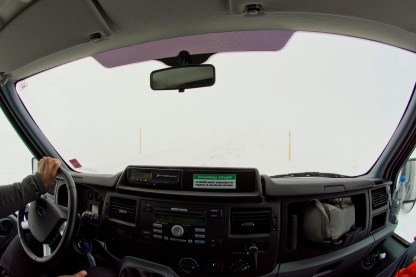 Wie Sie sehen, sehen Sie nichts. Autofahren im Winter kann ein Blindflug sein