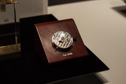Ein Grand-Seiko-Werk. Bis vor einigen Jahren waren diese Uhren nicht in Europa erhältlich. Obwohl es diese mechanische Reihe bereits seit den 60er gibt und selbst Schweizer Uhrmacher begeistert.