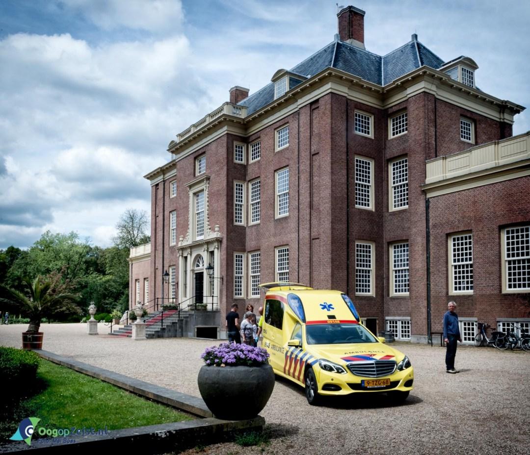 Ambulance voor Het Slot Zeist.