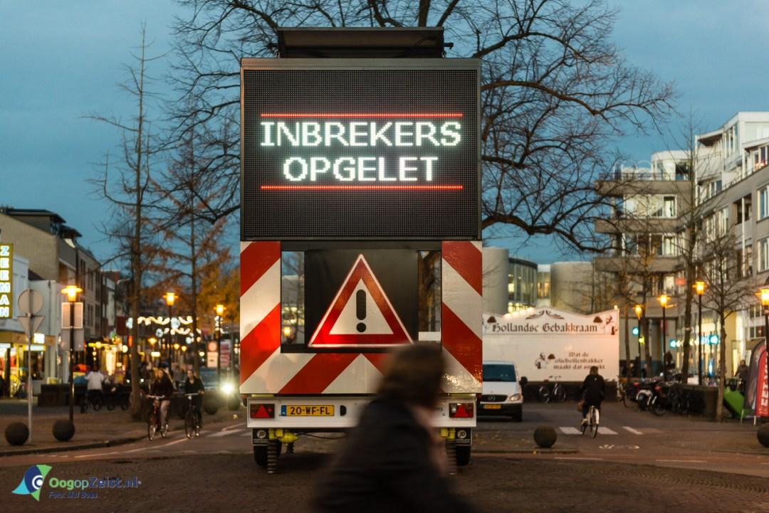 """Politie plaatst maxtrixbord op Emmaplein """"inbrekers Opgelet"""""""