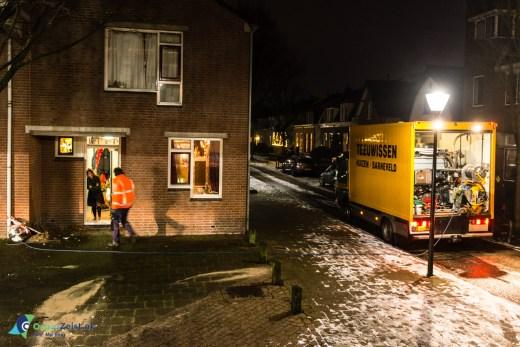 Riool verstopt na sneeuwval in de Kerkstraat. De riolering wordt doorgespoten in opdracht van de gemeente Zeist