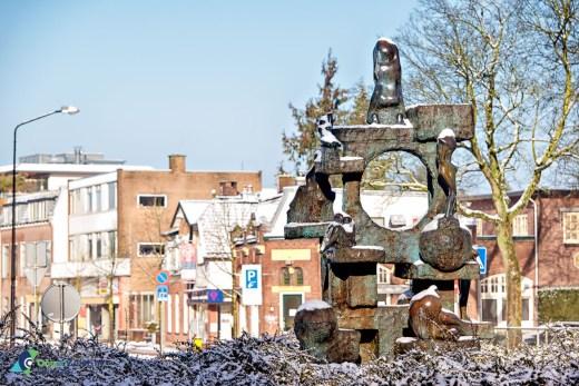Bronzen beeld Piramide D'amour van Jits Bakker op rotonde Laan van Beek en Royen-2e Hogeweg-Arnhemse Bovenweg
