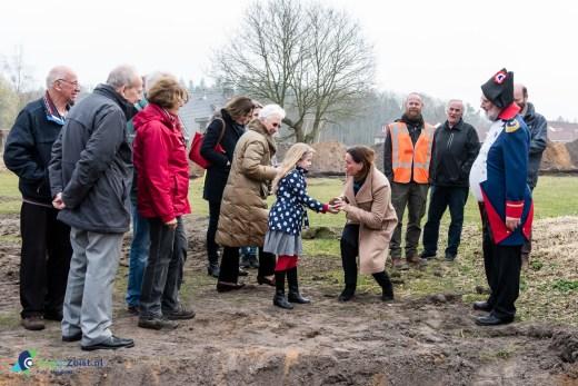 Wijk Wethouder Verbeek kwam polshoogte nemen bij de proef opgravingen in Austerlitz