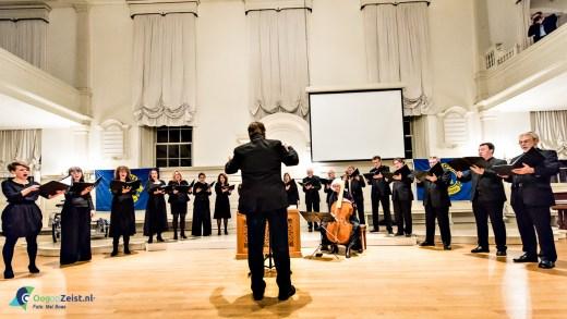 Het eerste Zeister Passieconcert georganiseerd door Lions club Zeist Ter Bergen uitgevoerd door Basilius College. De opbrengst komt ten goede aan de Bartimeus