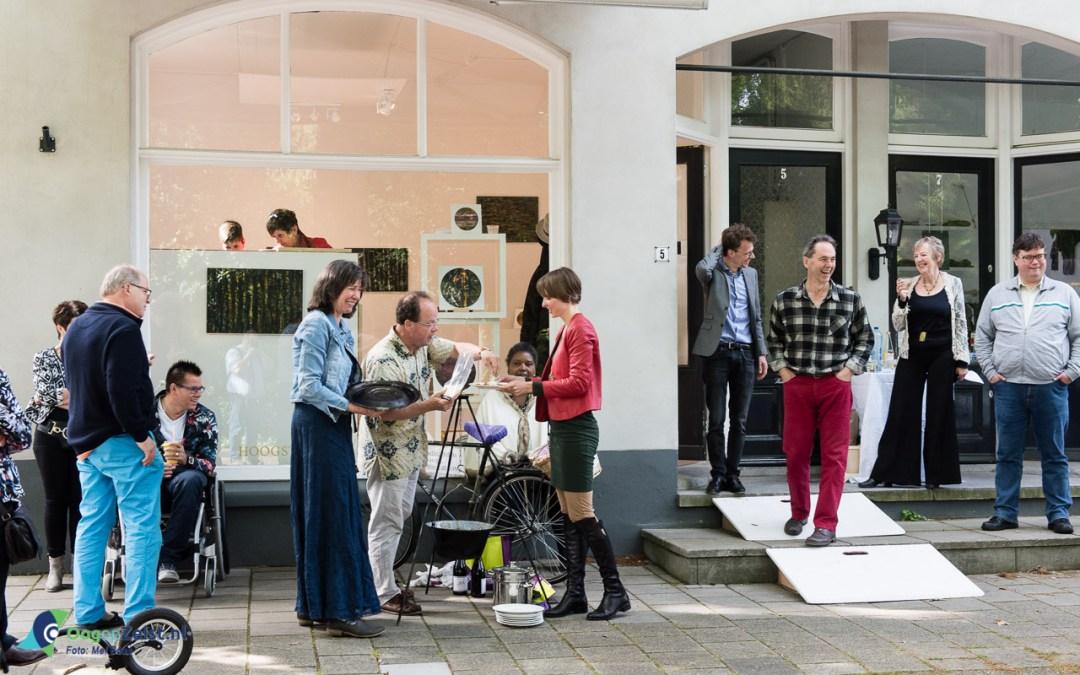 """""""Uit het niets"""" kwam culinair party-crasher Bas de Jong binnen vallen. Wat er toen gebeurde verraste alle gasten."""