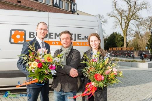 Bloemetje.nl overhandigd een bouquet aan wethouder Sander Jansen