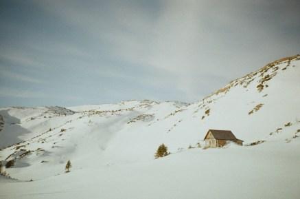 Beim Abstieg, nochmal, weil mir die kleine Hütte so gut gefallen hat.