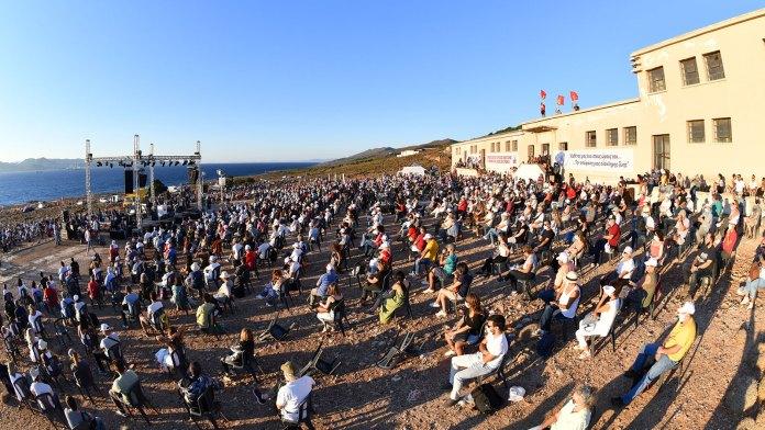 KKE enthüllt Denkmal für die Opfer von Makronisos