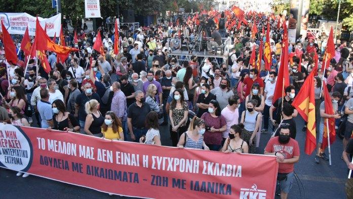 Griechische Kommunisten bekämpfen den 10-Stunden-Tag