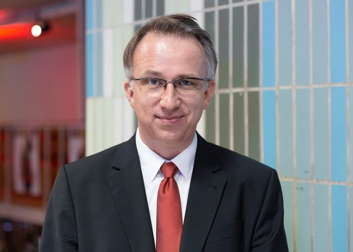 Grasser blitzt mit Klage gegen Satiriker Peter Klienab