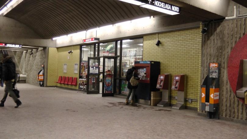 The dépanneur in the Métro Joliette.
