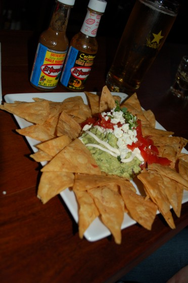 Guacamole artesano and tortillas from Restaurant Cartel