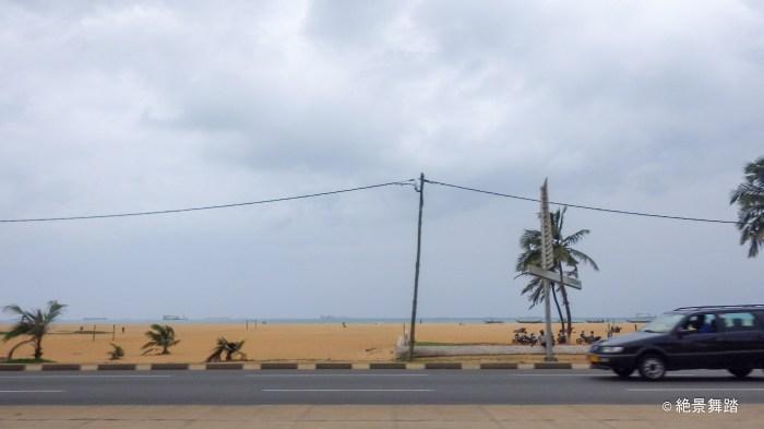 海岸沿いを走る