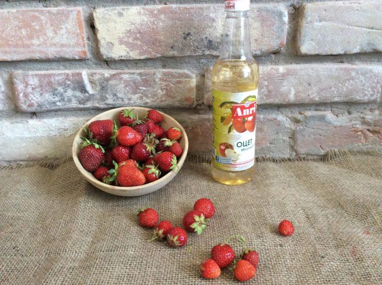 Інгредієнти для приготування оцту з полуниці