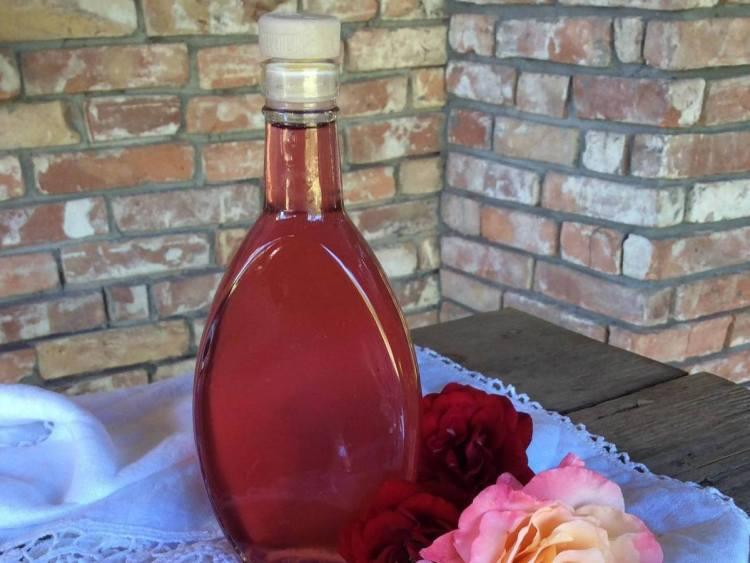 Домашній трояндовий сироп