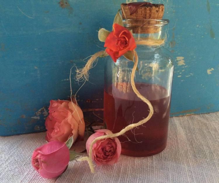 Сироп з пелюсток троянд
