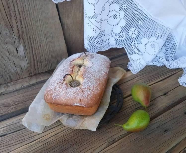 Кекс з цілими грушами дуже оригінальний, смачний і простий в приготуванні