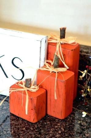 Гарбузи з дерева для декору