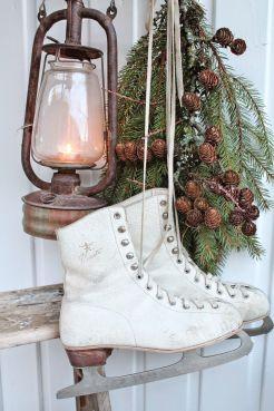Новорічний декор з ковзанів