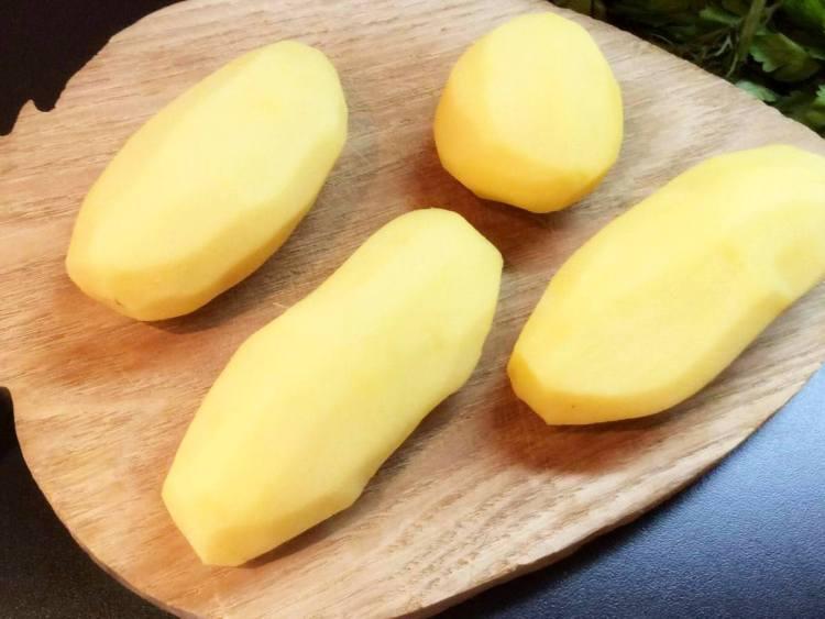 Картоплю для шурпи беремо середніх розмірів