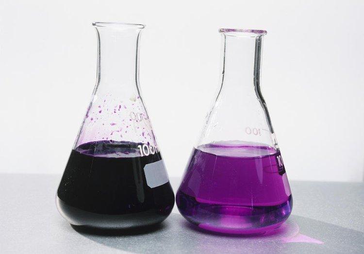 Чим темніше забарвлення розчину марганцівки, тим вище концентрація розчиненої речовини