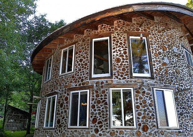 З дров і глини сміливо можна будувати навіть двоповерховий будинок