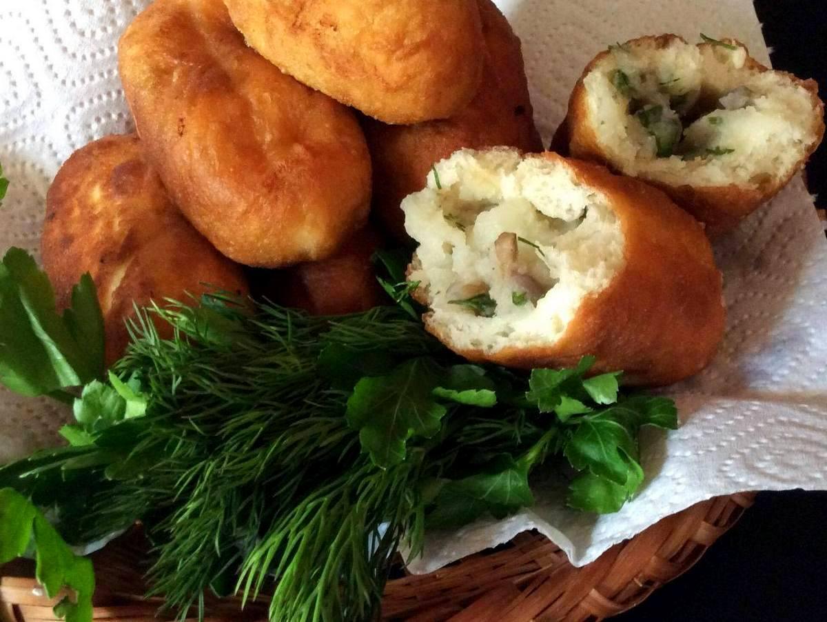 Пісні пиріжки на картопляному відварі
