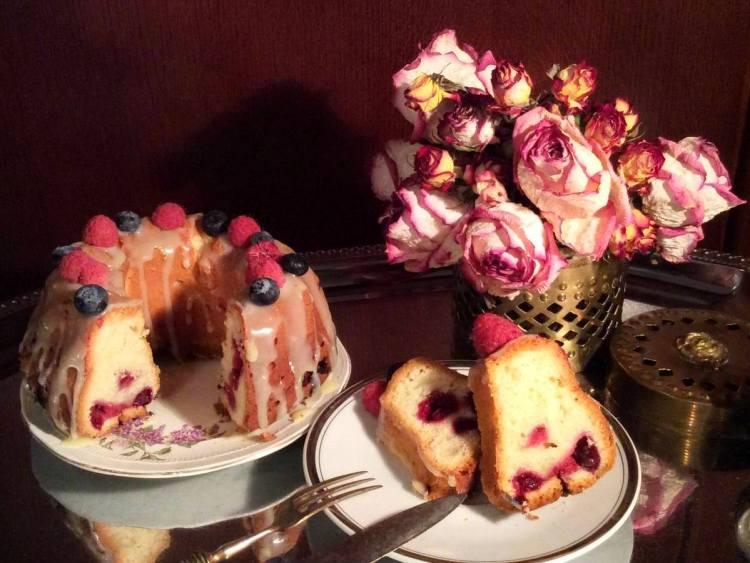 Сирний кекс з фруктами і ягодами