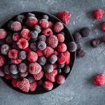 Запасаємось вітамінами на зиму — як правильно заморозити ягоди і фрукти