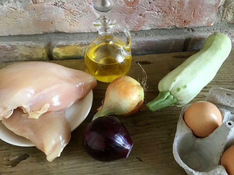 Інгредієнти для курячих котлет з кабачком