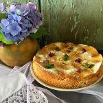 Пиріг з абрикосами — проста домашня випічка до чаю
