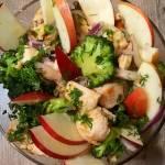 Салат з брокколі та куркою — і поживно, і смачно