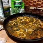 Кальмари в томатному соусі — готуємо вдома корисні морепродукти