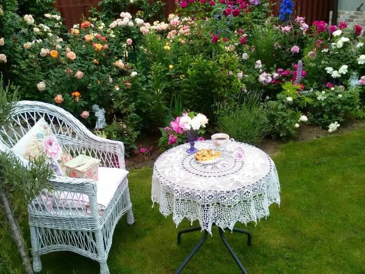 Трояндовий садок і смаколики Анни Лучик