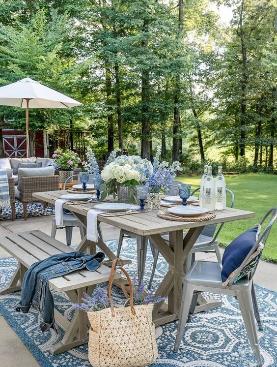 Сніданок, обід або пікнік на свіжому повітрі