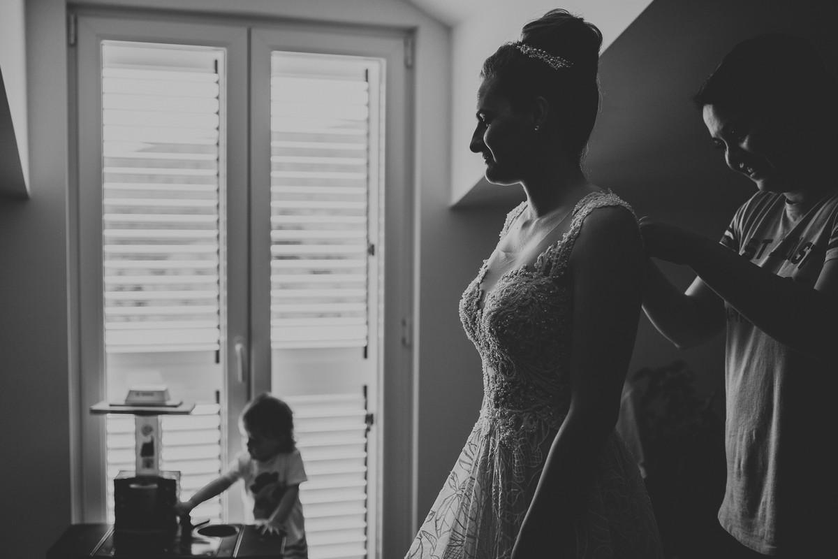 bride prepating