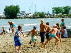 Kids chasing bubbles at the Port Dalhousie beach_6414121205_l