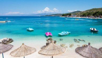 Photo of Plazhi në Shqipëri: Çadrat 3.5 metra larg njëra-tjetrës, 3 metra distancë në det