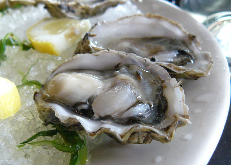 Conoscere le ostriche per mangiarle senza sbagliare mai