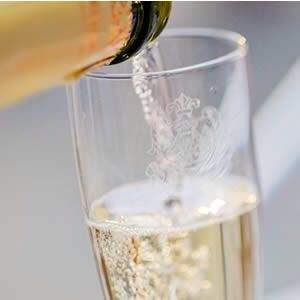 champagne a meno di 50 euro. Flute di champagne.