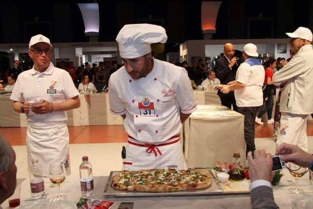 Riccardo La Rosa pizzaiolo protagonisti dei campionati del mondo di pizza