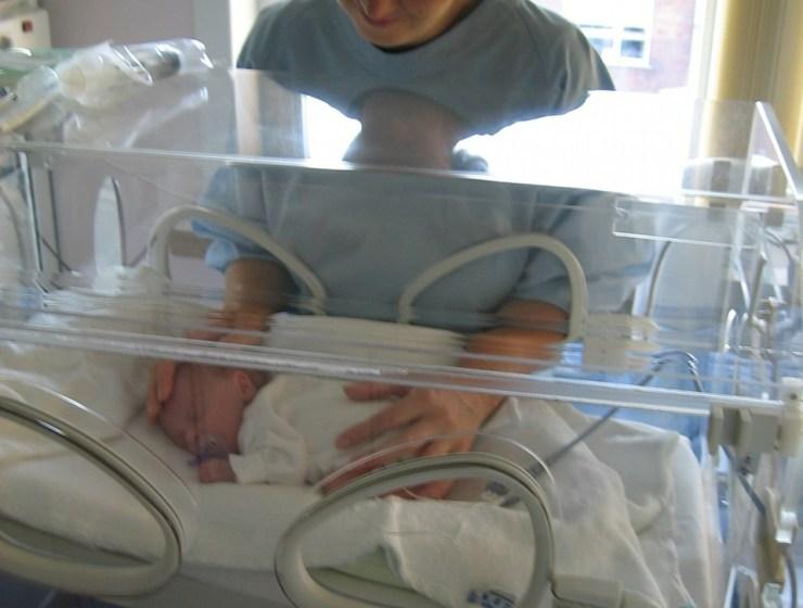 Prijevremeno, dojenje, majčinstvo