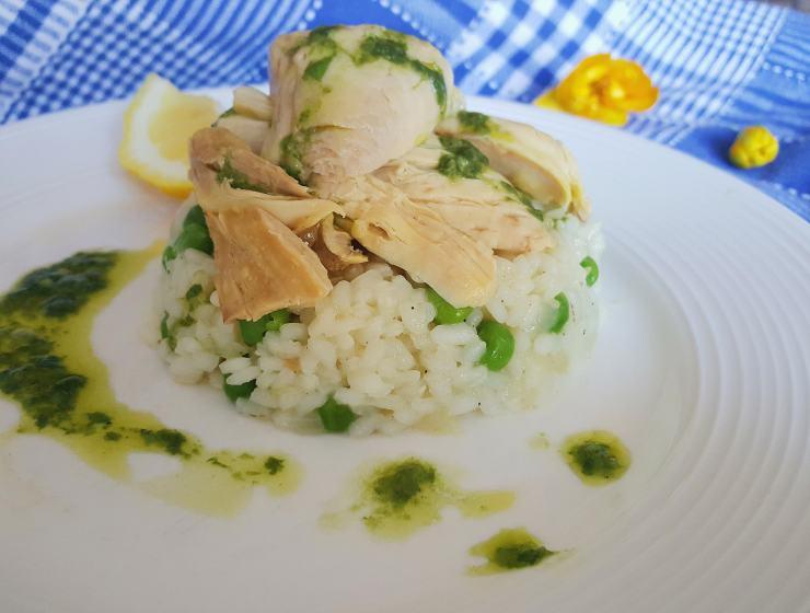 kuhana piletina s umakom od bosiljka i limuna